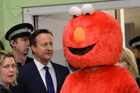 showbiz-david-cameron-elmo-party-3